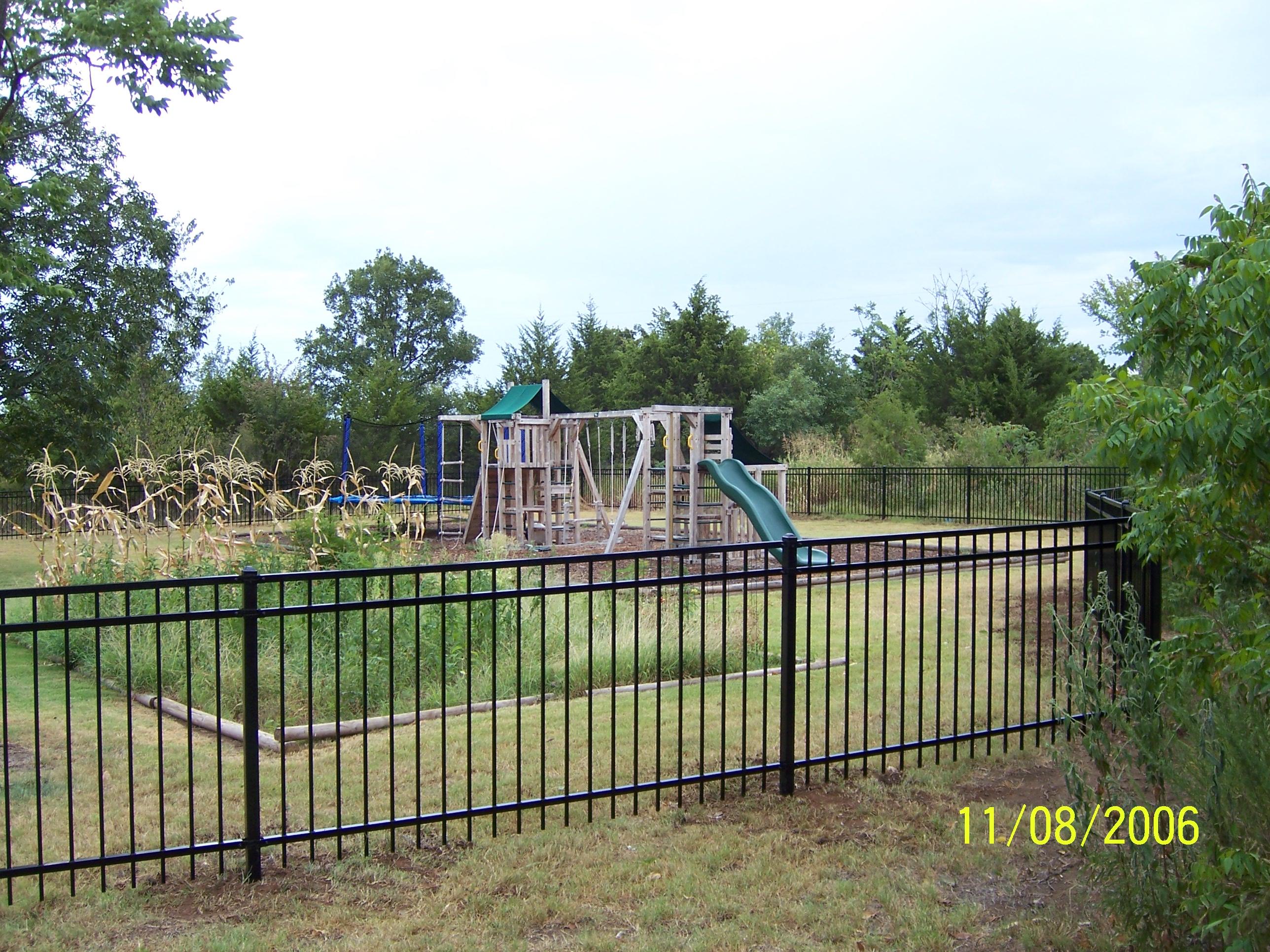 Decorative Aluminum Garden Fences   eHow.com
